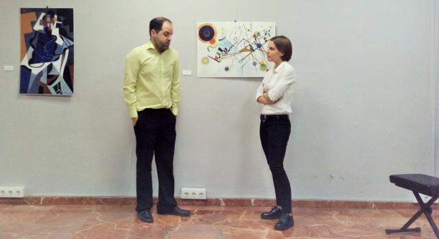 """Fotografía de Alejandro Lorence e Isabel Victoria interpretando """"Vengo a hablar de mi cuadro""""."""